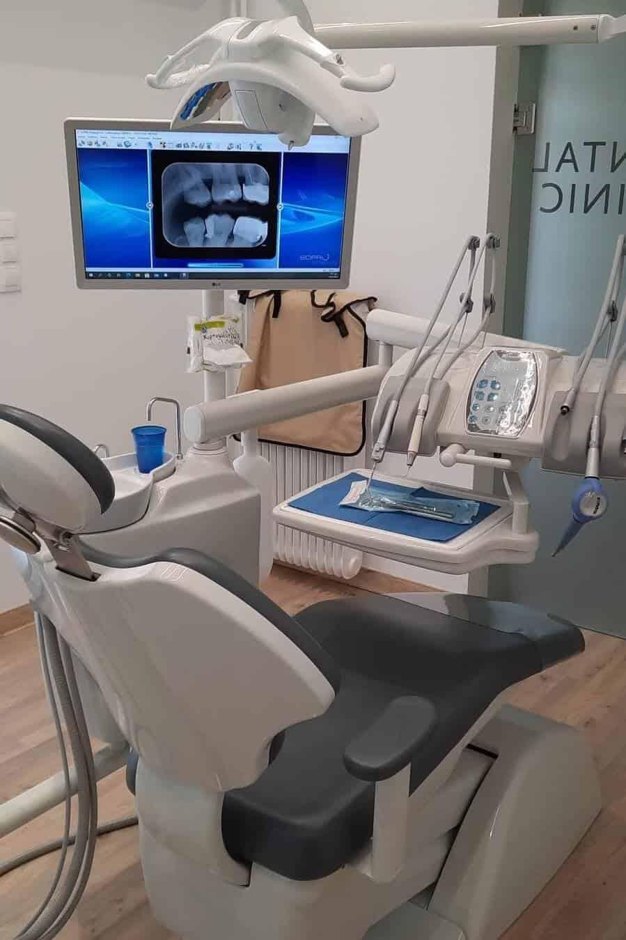 οδοντιατρική καρέκλα σε οδοντιατρείο γλυφάδα